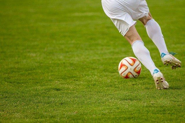 fotbalista míč