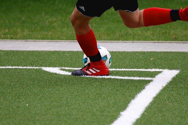 fotbalista trávník