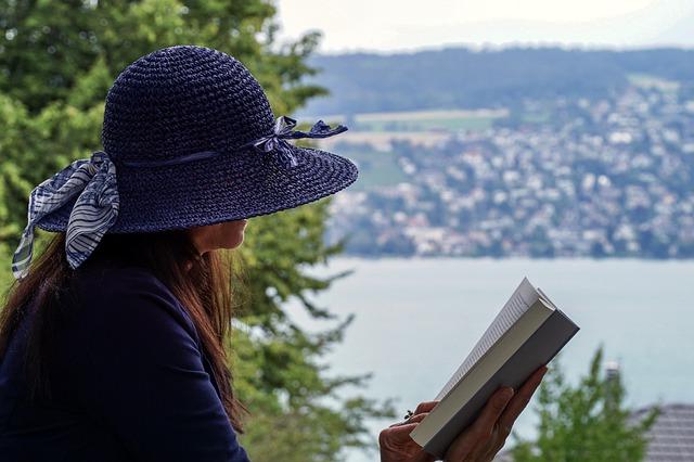 dáma s knihou