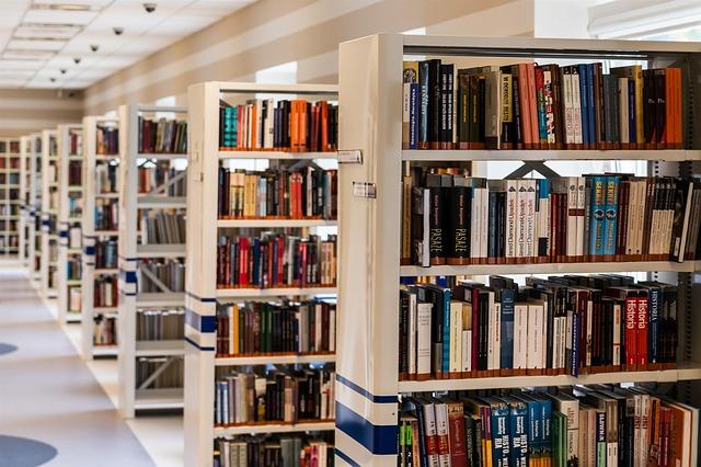 ulička v knihovně
